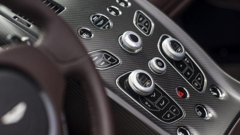 aston-martin-vantage-gt12-roadster-16