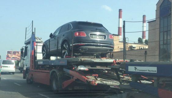 У Києві помітили ще один рідкісний позашляховик Bentley Bentayga (Фото)