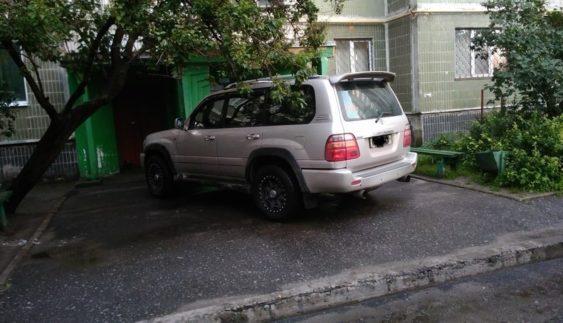 """Паркування """"автохамів"""" вийшло на новий рівень (Фото)"""