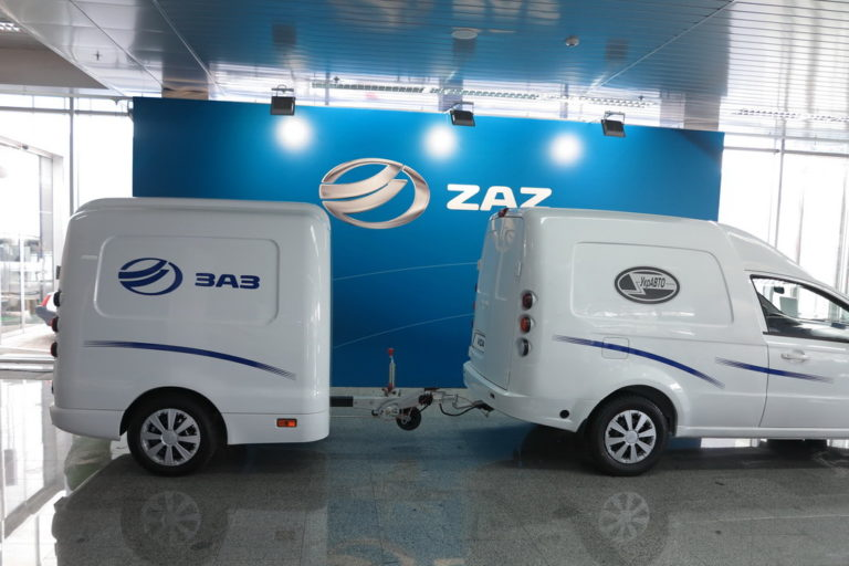 zaz-vida-furgon-debyutiroval-na-gaze-i-s-emkim-pritsepom-video-4