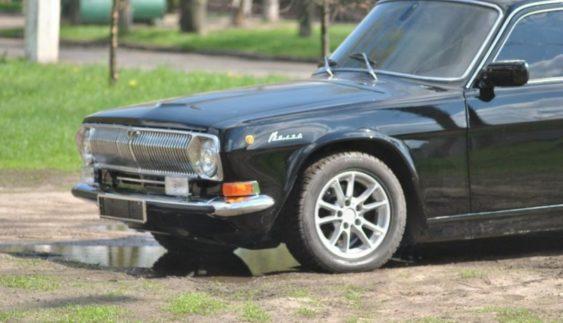 Вражаючий тюнінг: ГАЗ-24 на базі BMW E39 (Фото)