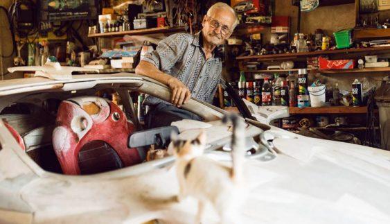 Закарпатський пенсіонер самостійно збирає суперкар (Фото)