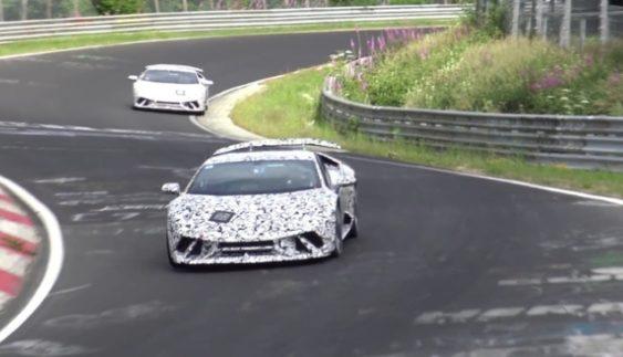 Опублікували знімки оновленого родстера Lamborghini Aventador