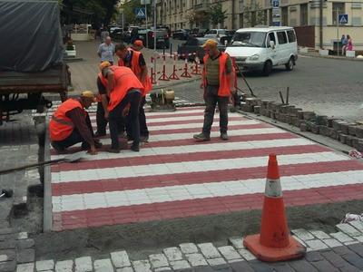 У столиці облаштовують експериментальний пішохідний перехід