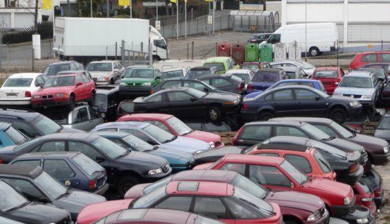 Сумне видовище: звалище автомобілів старше 10 років в Німеччині (Фото)