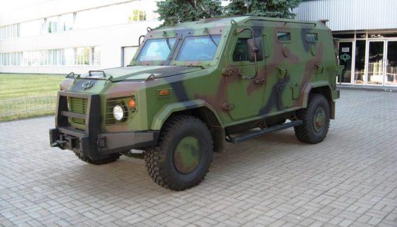Черкаські автовиробники представили бронеавтомобіль БАРС-6 (Фото)