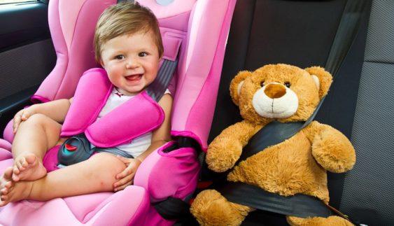 Де має сидіти дитина в автомобілі під час їзди