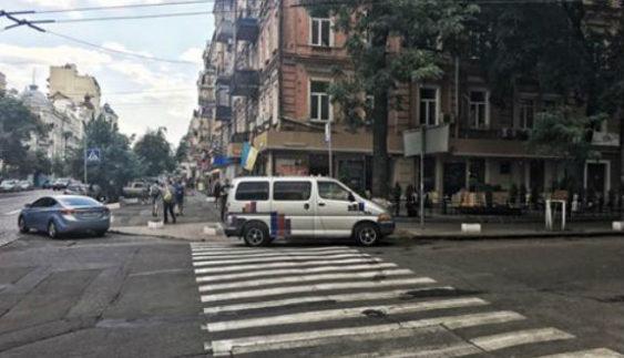 """Столичний водій став переможцем конкурсу """"Паркуюсь, як мудак"""" (Фото)"""