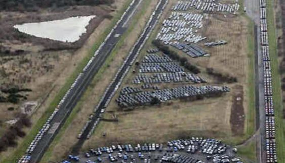 10 вражаючих стоянок з тисячами нерозпроданих автомобілів (Фото)