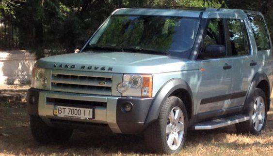 «Герой парковки» на Land Rover розлютив прихожан (Фото)