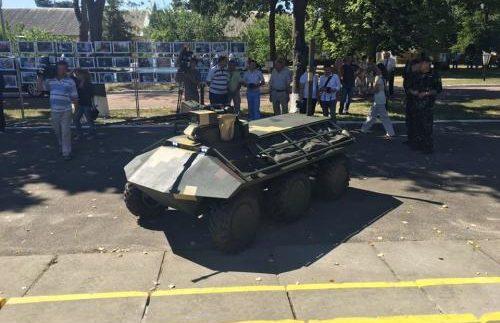В Україні з'явився перший безпілотний БТР (Фото)