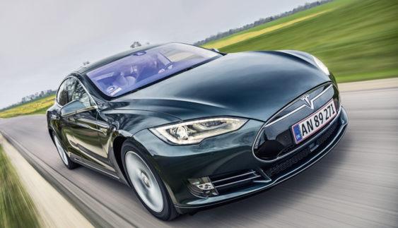 Збиток Tesla Motors виріс різко виріс