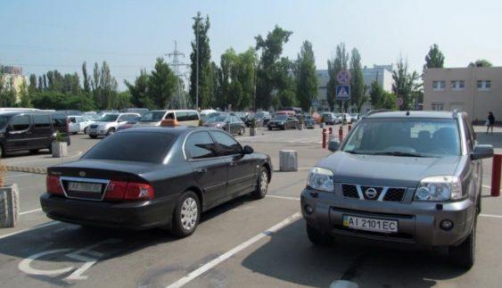"""""""Генії"""" парковки не перестають дивувати (Фото)"""
