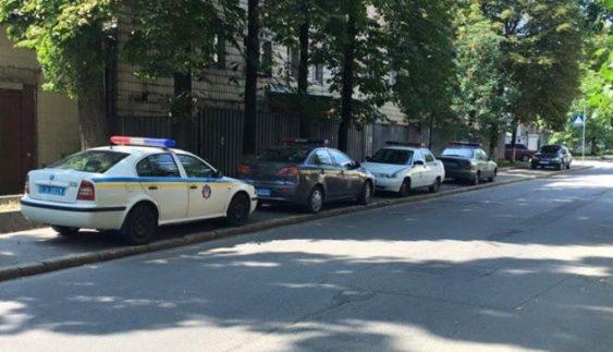 """Копи показали, як паркуватися, щоб стати """"автохамом"""" (Фото)"""