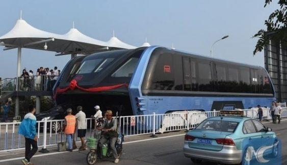 У Китаї їздить автобус «майбутнього» (ФОТО)