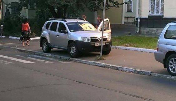 Черговий «герой парковки» прикинувся пішоходом (Фото)
