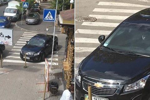 """У Києві """"автохам"""" влаштував парковку на """"зебрі"""" (Фото)"""