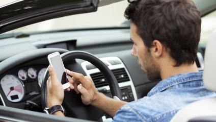 Який штраф за розмову по телефону за кермом автомобіля в Україні?