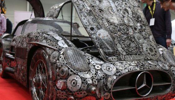 Неймовірне видовище: дуже дорогі автомобілі відтворені з металобрухту вручну (Фото)