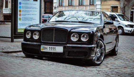 Дуже ексклюзивний Bentley Brooklands Геннадія Кернеса потрапив в об'єктиви