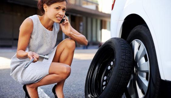 Що робити, якщо в машині немає домкрата?