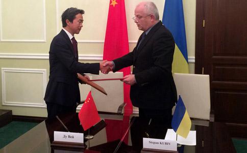 Китай подарував Україні цілий автопарк машин швидкої допомоги