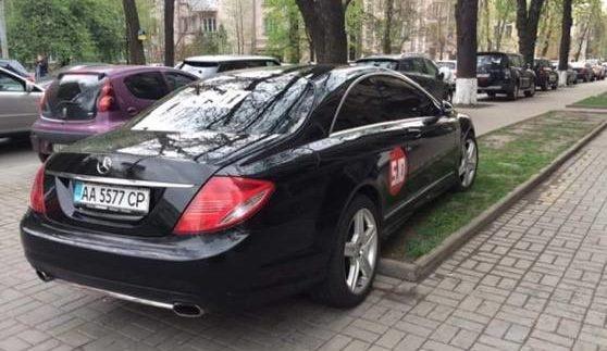 Відомий політик став «героєм паркування» (Фото)