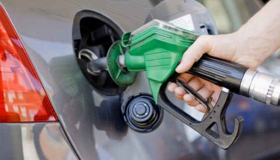 Вартість нафти падає: скільки українці платитимуть за бензин