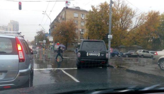 """Черговий """"герой парковки"""" розлютив столичних пішоходів (Фото)"""