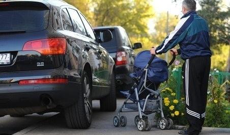 """Обурений пішохід покарав ще одного """"героя парковки"""""""