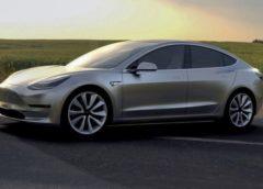 Найдешевший автомобіль Tesla розпроданий на рік вперед (Фото)