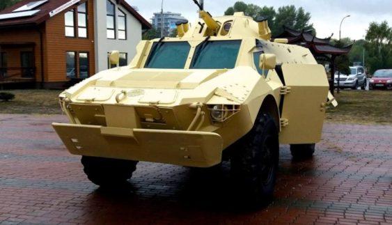 """В Україні вперше показали бойову машину інженерної групи """"Азов"""""""