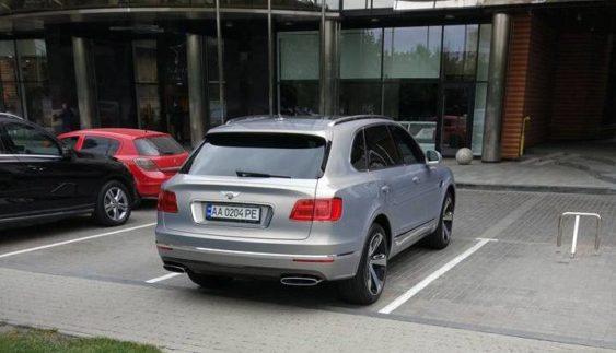 Ще один позашляховик Bentley Bentayga засвітився в Україні (Фото)