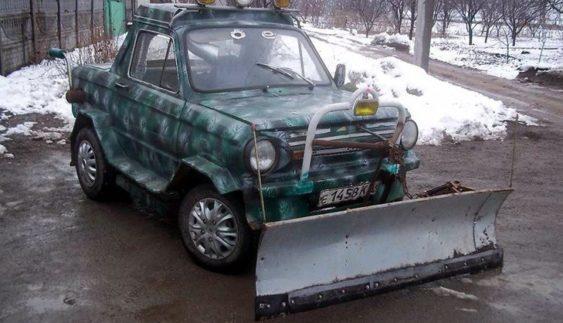 """В Україні чоловік зробив із """"Зaпорожця"""" снігоприбирaч (Фото)"""