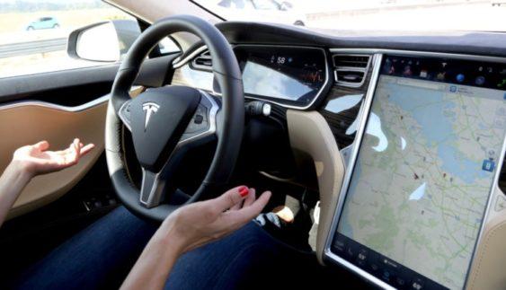 Tesla створила новий автопілот (Відео)