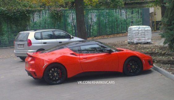 В Україні помітили найшвидший Lotus із цікавими номерами (Фото)