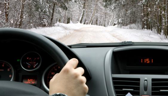 Перший сніг: як їздити, щоб уберегти себе і авто
