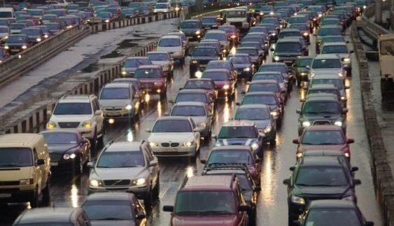 Десятикілометрова пробка викликала транспортний колапс у Києві