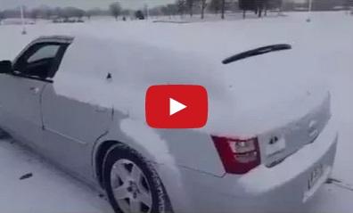 Як правильно чистити машину від снігу – відеохіт