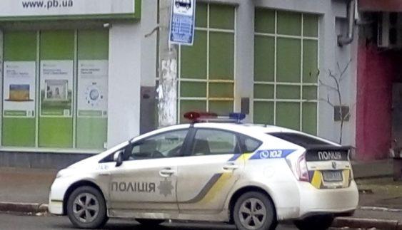 Нахабна парковка поліцейських розсердила киян (Фото)