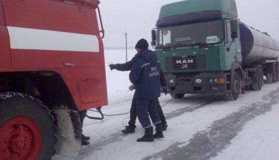 Вантажівки перекрили головну трасу України