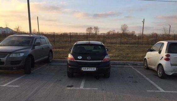 "Черговий ""герой парковки"" розлютив Киян (Фото)"