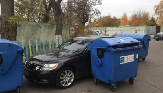 """Автохама"" жорстоко покарали за неправильну парковку (Фото)"
