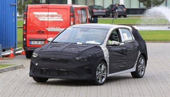 Kia Cee'd 2018 модельного ряду сфотографували під час тестів