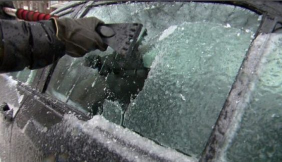 Як розморозити машину після «крижаного дощу»