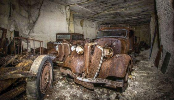Знайшли старовинні автомобілі, заховані під землею від німців (Фото)