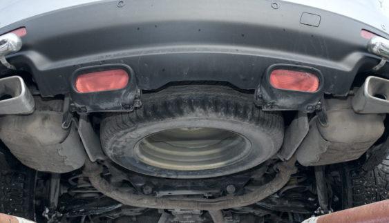 Автомобілісти: при в'їзді в Крим змушують знімати запасне колесо