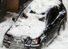 Чому небезпечно паркувати авто під будинком (Фото)