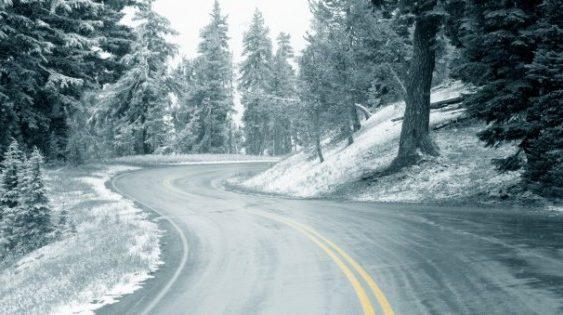 Як керувати автомобілем на слизькій дорозі