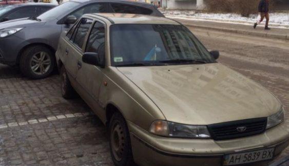"""Нахабний водій вразив """"майстерністю"""" паркування (Фото)"""